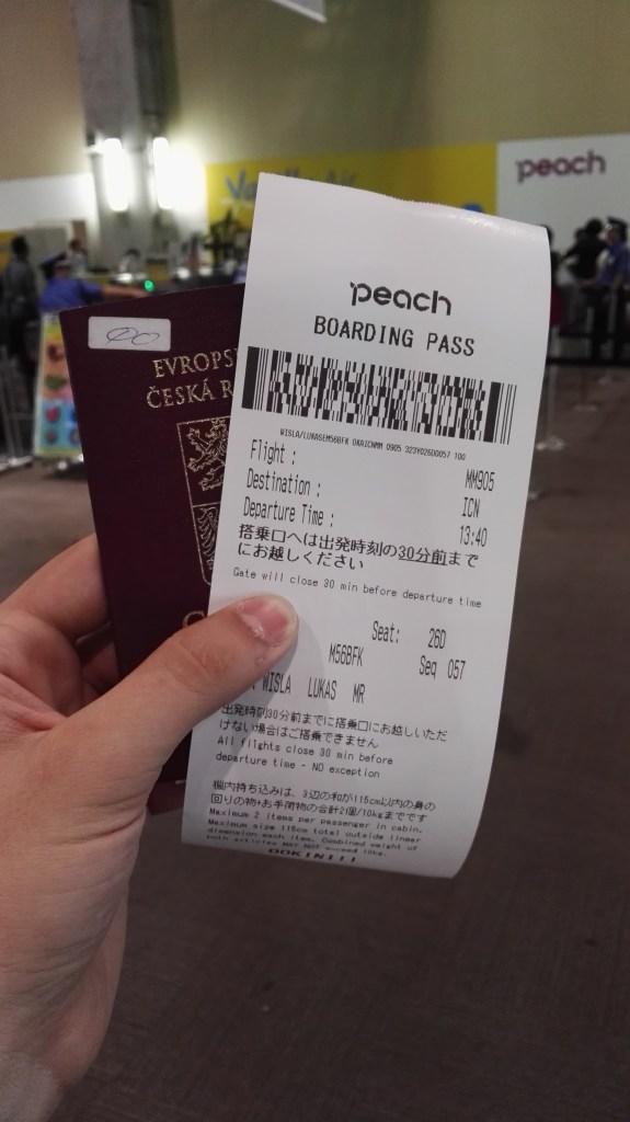 Místo boarding pasu dostanete paragon a můžete jít na další strastiplnou cestu cargo terminálem
