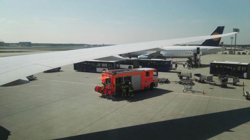 Náš hasičský doprovod při přistání