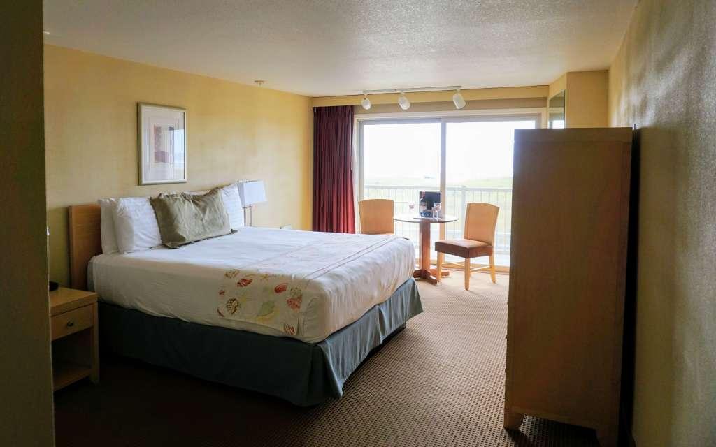 Hi-Tide Oceanfront Inn king room in Seaside, Oregon