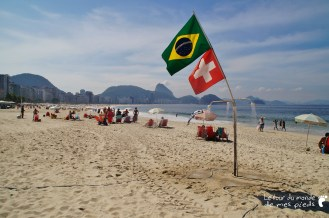 plage copacabana rio de janeiro drapeau suisse