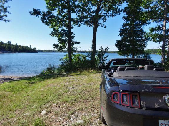 Réveil road trip lac au canada en ford mustang
