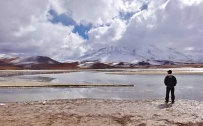 sur une lagune dans le sud lipez en bolivie