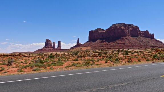 En longeant Monument Valley