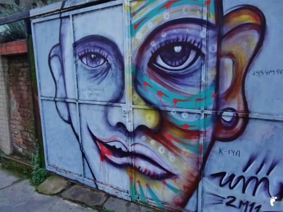 un portail à Valparaiso