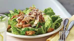 Entrée: Salade de César au poulet, crème au parmesan