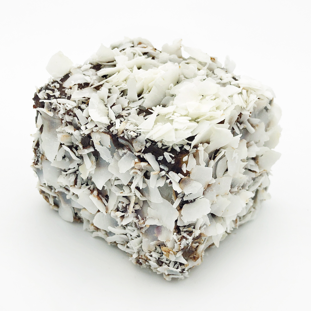 [Sydney] Chapitre 8 : Copie Conforme? – Panna Cotta Lamington Cake par Flour and Stone