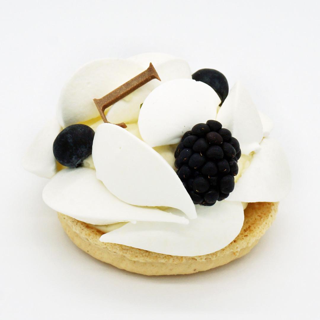 Pavlova Fruits Noirs par Ladurée