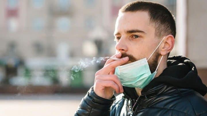 Depuis la mise en vigueur de l'obligation du port du masque est-il possible de fumer dans l'espace public?