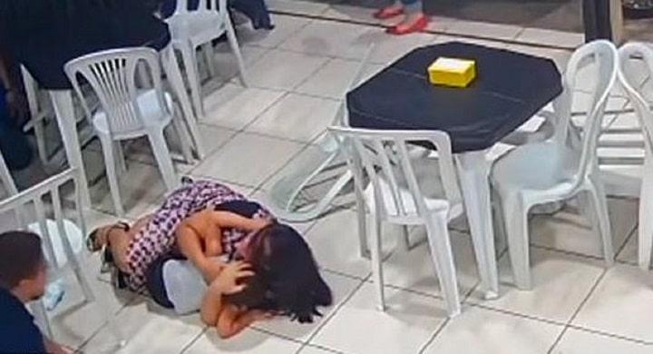 une-femme-enceinte-se-jette-sur-son-fils-de-4-ans-pour-le-proteger-fusillade