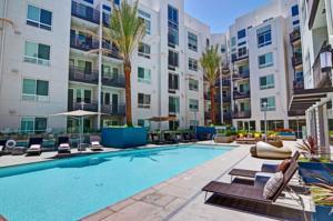 Wilshire La Brea Apartments In Los
