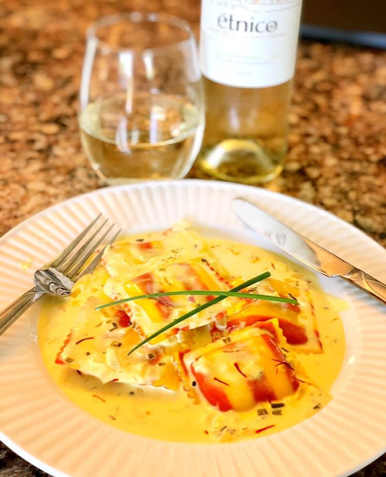 Hummer-Ravioli mit Safran-Sahne-Sauce