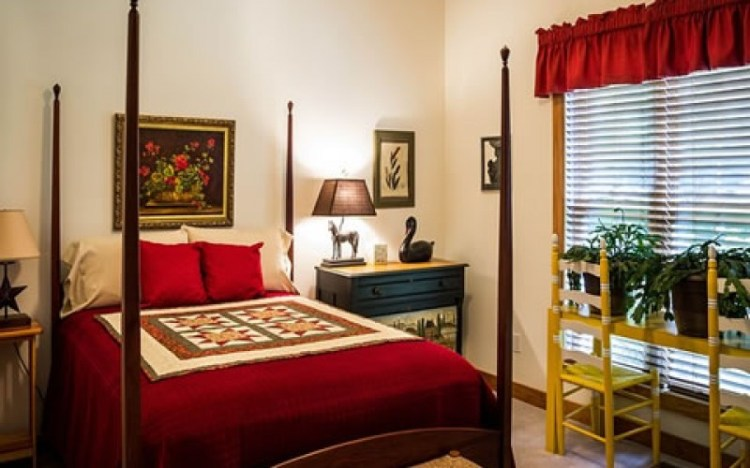 Romantic Bedroom Decorating Ideas With Red Color Home Remodeling And Home Improvement