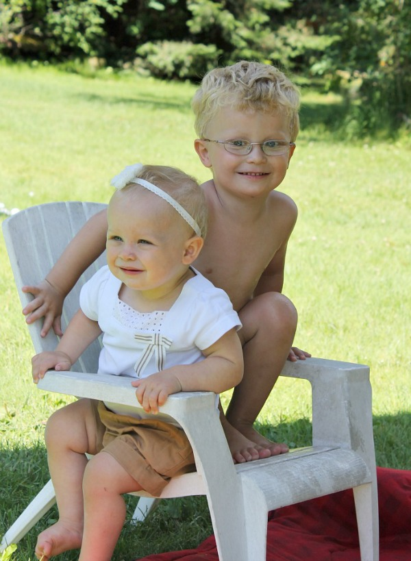 siblings living arrows them