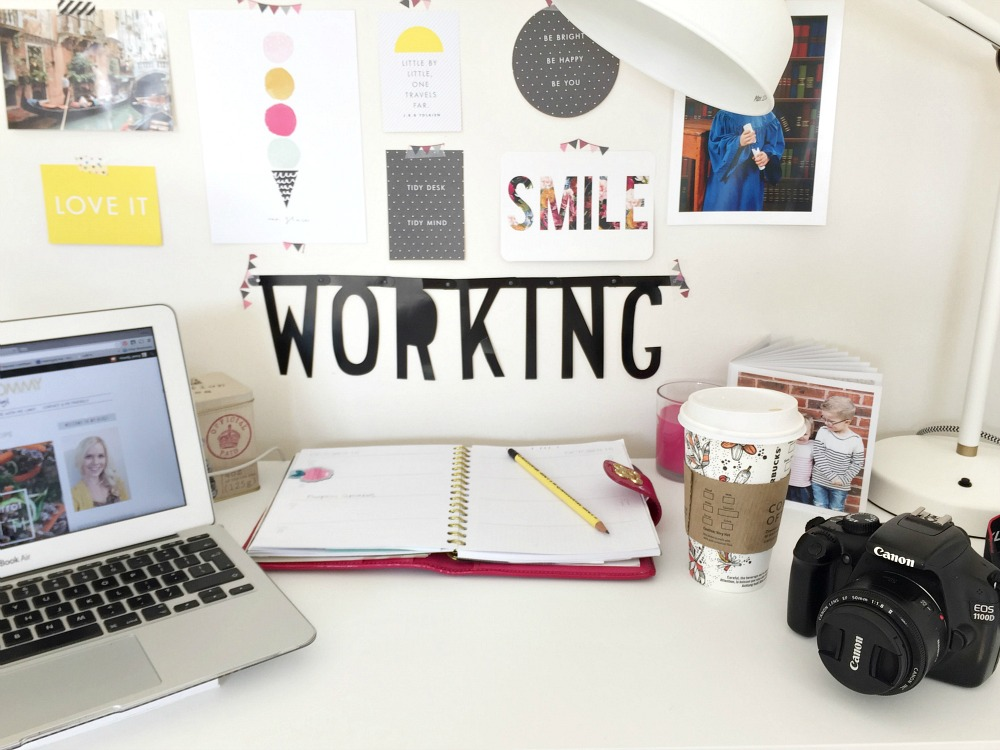 Working Desk School bugs, Salted Caramel Sauce and where the magic happens #littleloves