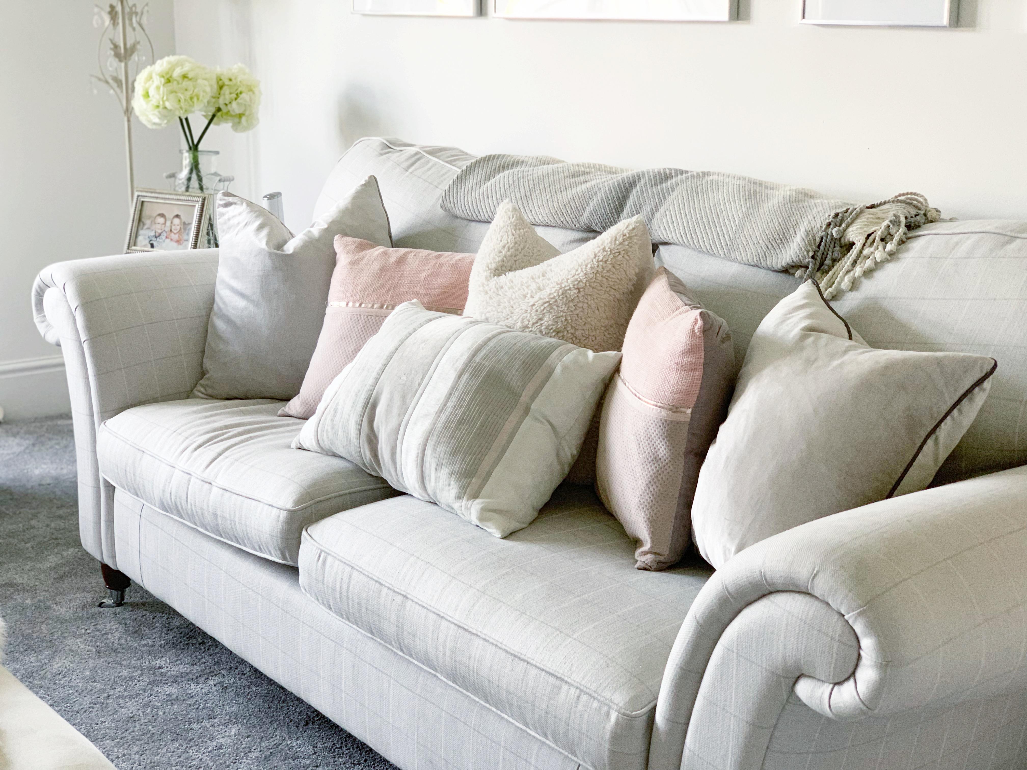 ROOM TOUR: New living room design featuring Desenio