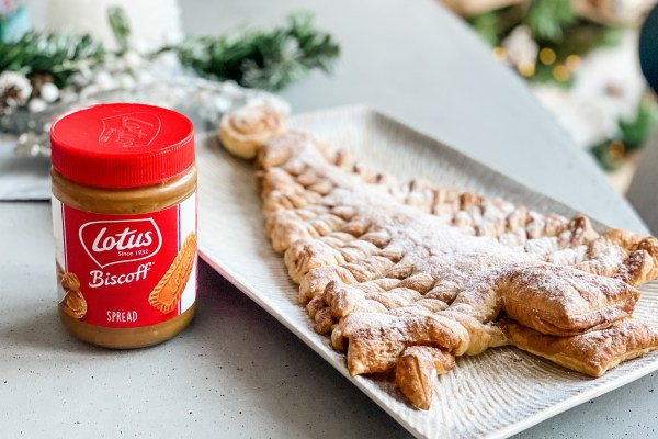 Lotus Biscoff Puff Pastry Christmas Tree easy recipe