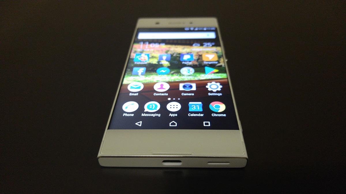 Sony Xperia XA1 review design angle 01