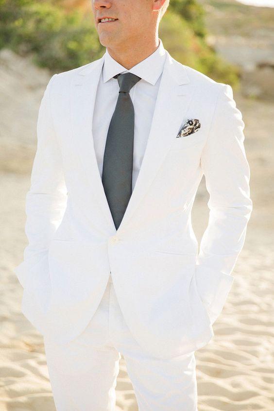 Pan Młody w bieli