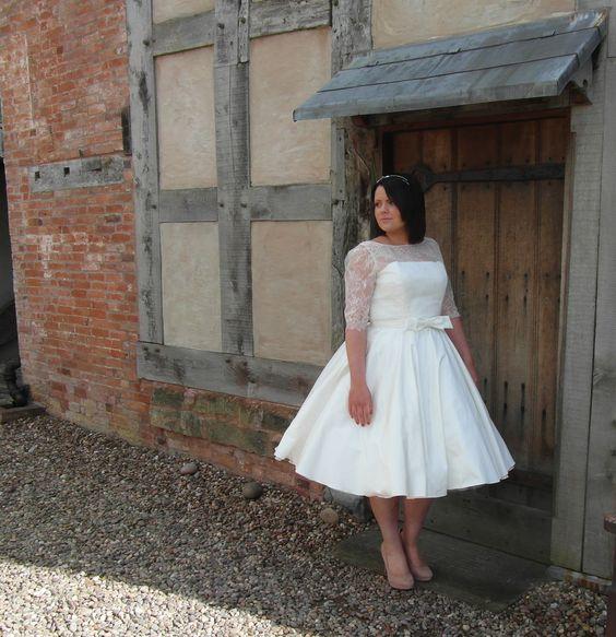krótka suknia ślubna plus size