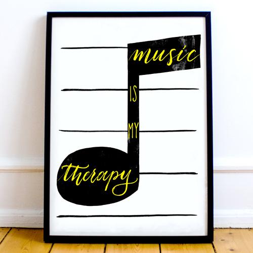 """Idee arredamento moderno: decorare i muri di casa con le proprie passioni   Poster """"Music is my therapy"""" Letters Love Life"""