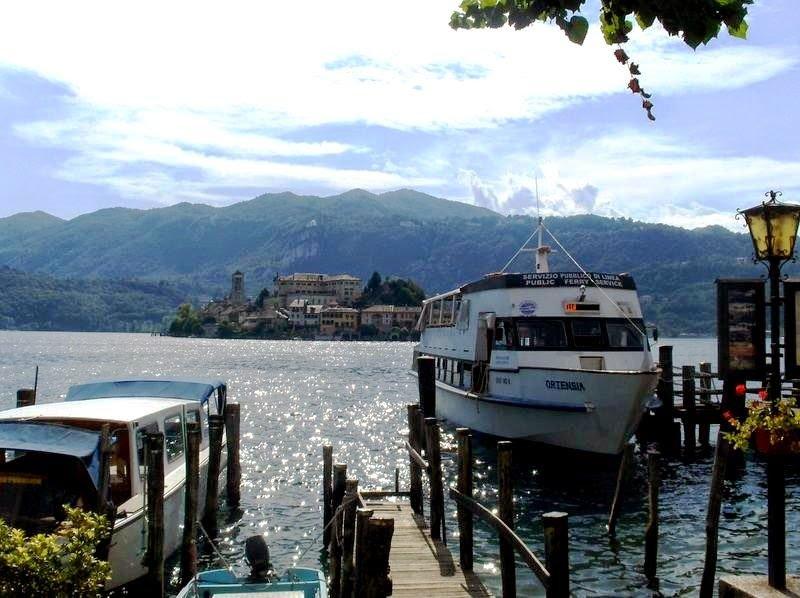 Traghetti all'imbarco sul lago d'Orta