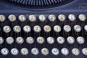 la macchina da scrivere, da secoli la migliore amica degli scrittori...