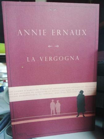 La cover de La vergogna di Annie Ernaux