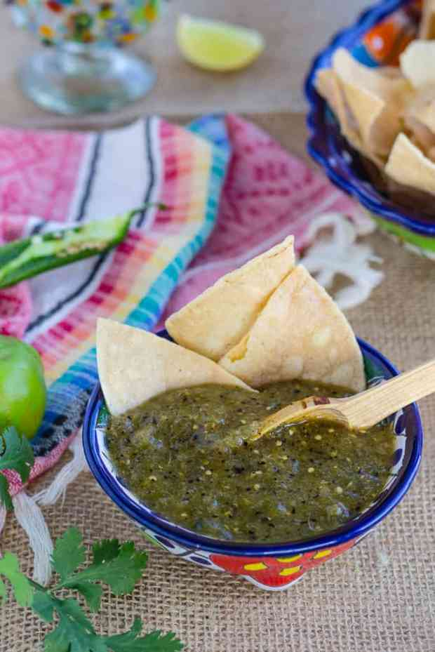 How to make Roasted Green Tomatillo Salsa Verde. Authentic mildly spicy recipe for dipping tortilla chips, and many Mexican foods. #salsa #salsaverde #tomatillos