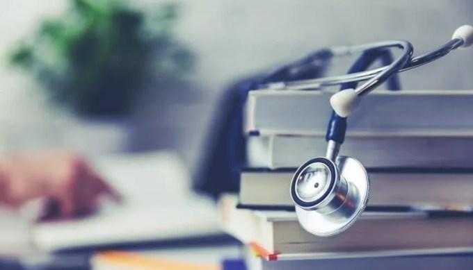 Presque un étudiant en médecine sur quatre a déjà pensé à arrêter ses études à cause de difficultés financières. //©Adobe Stock/ ronstik