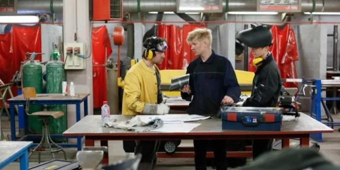 Atelier pratique pour ces apprentis chaudronniers en seconde professionnelle.
