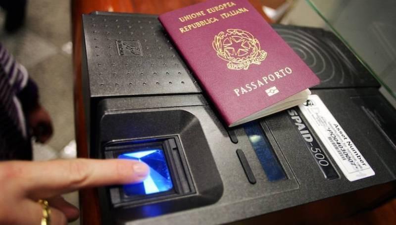 passaporto elettronico italiano impronte digitali