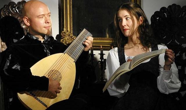 Duo Resonantia: Frank Petersen (Laute / Theorbe / Barockgitarre) und Doreen Busch (Mezzosopran)