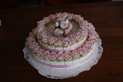 50 taartpunten met rozen vormen samen een vrolijke taart voor een Marokkaanse bruiloft in Utrecht!