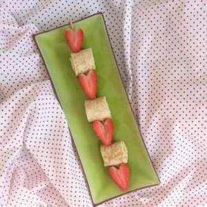 Picknicken met kinderen lekkere recepten - pannenkoek aardbei spies