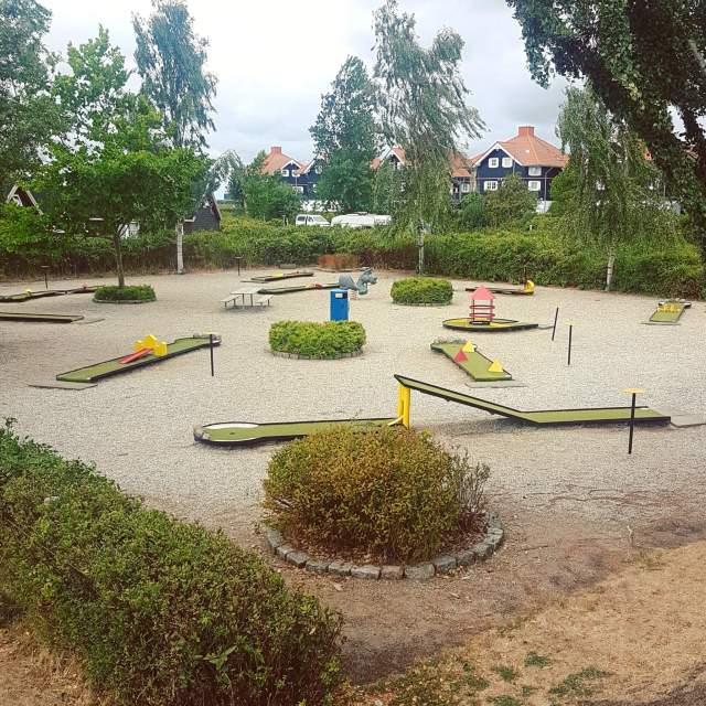 Campingtip: Bogense Strand Camping, op het eiland Funen in Denemarken, midgetgolf #leukmetkids #camping #kamperen