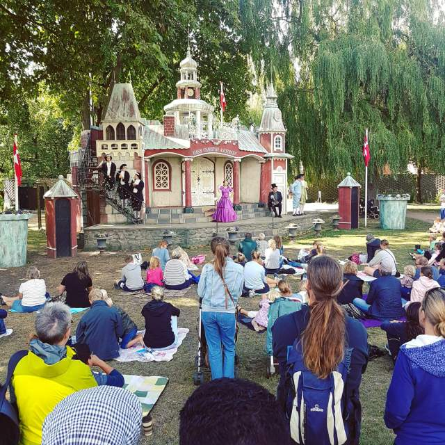 Sprookjesstad Odense met kinderen - theater in de Hans Andersen Garden