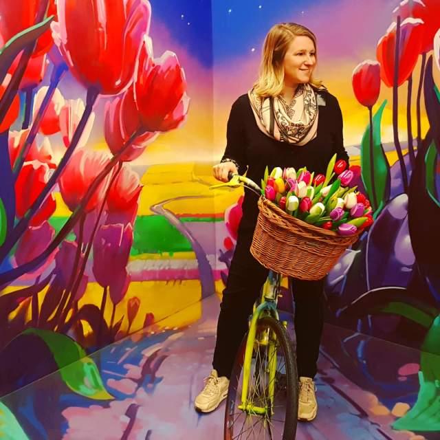 Fiets met tulpen in Museum of Amsterdam Illusions