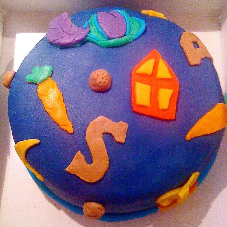 Sinterklaas taart met mijter, wortels, pietenmuts en chocoladeletters