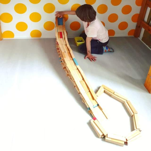 KAPLA voorbeelden: knikkerbaan bouwen inspiratie