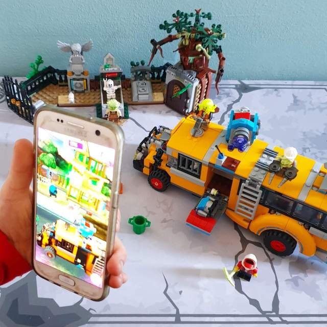 LEGO Hidden Side met augmented reality app game