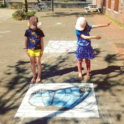 Mooie acties om elkaar te helpen | stoepkrijttekeningen om elkaar vrolijk te maken