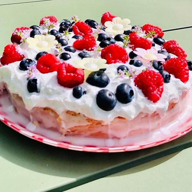 Recept voor zomerse taart met bloemen