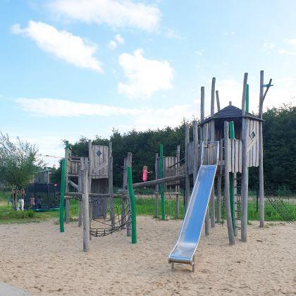 Kindvriendelijke restaurants en hotels: uit eten en slapen met kinderen - Smullen en Spelen in Almere met speeltuin