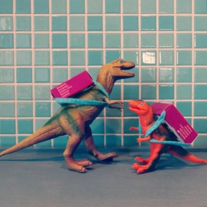 Corona proof traktatie ideeën: verjaardag vieren op school of crèche - dinosaurus met rozijnen