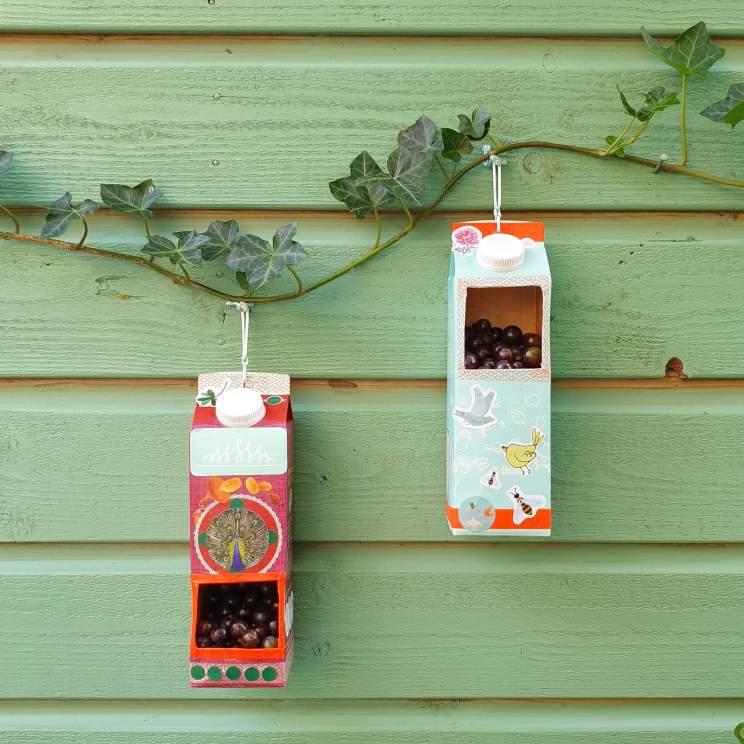 Herfst decoratie knutselen: vogelvoer huisje knutselen van een melkpak