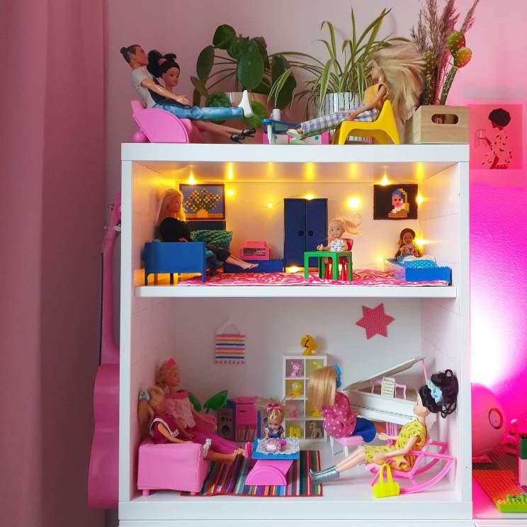 Ikea hack: zelfgemaakt Barbie huis in de kast