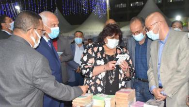 صورة وزيرة الثقافة ومحافظة الجيزة يفتتحان معرض فيصل للكتاب وسط إجراءات احترازية وحضور جماهيري