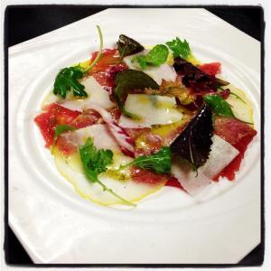 Carpaccio de cédrats et thon rouge, copeaux de parmesan . Une marinade au fenouil sauvage , lime du Mexique et huile d'olive des Baux de Provence