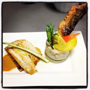 Le filet de bar , risotto de petit épeautre bio des alpes de haute Provence et huile de combava : un clafoutis aux légumes ratatouille , jus d'agrumes
