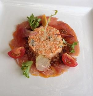 Le Thon rouge & Coques, en carpaccio, résine de crustacés, coques en salade dans l'esprit d'un Coleslaw